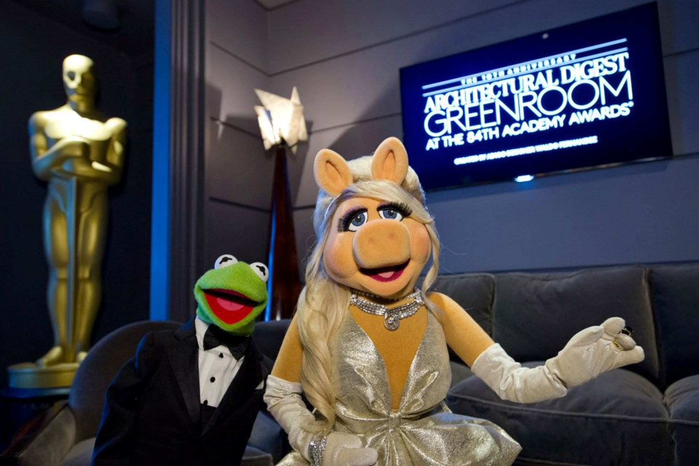 the Frog (in Brooks Brothers) and Miss Piggy (dress: Zac Posen, shoes: Christian Louboutin, jewelry: Fred Leighton, hair: Kim Kimble) at the 84th Annual Academy Awards ©A.M.P.A.S. At KODAK theatre.